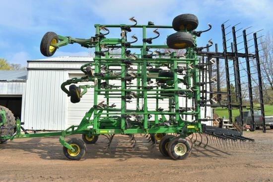 John Deere 2210 Field Cultivator, 55.5', Double Fold, Gauge Wheels, 5 Bar Tine Harrow, SN: X008076