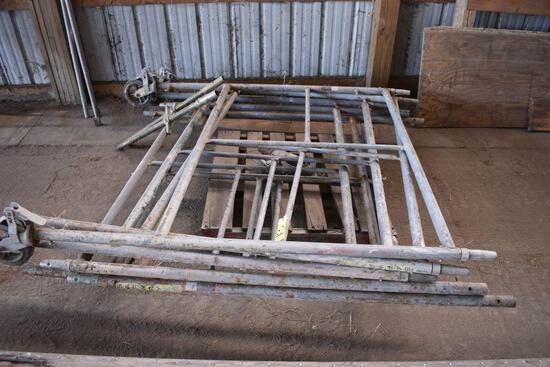 Scafolding uprights & supports, 5 uprights, 3 wheels