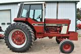 1977 International 886 2WD Tractor, 6973 Hours, 18.4x38, 540/1000PTO, 3pt, 2 Hydraulic,