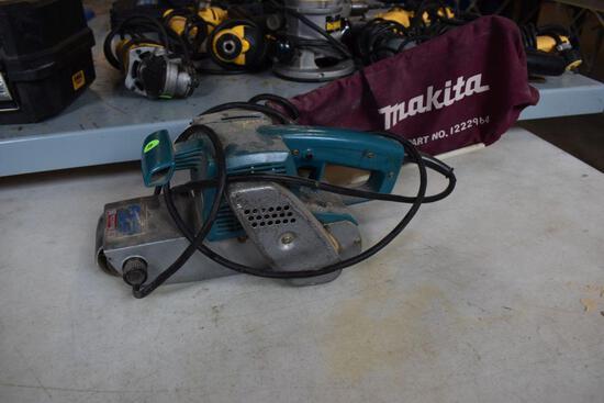 Makita Model 9924DB Belt Sander