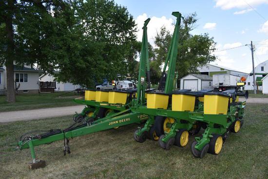 "John Deere 7200 Planter Max Emerge 2, Vacuum, 12 Row 30"" Front Fold, Yetter Row Cleaners, Corn &"