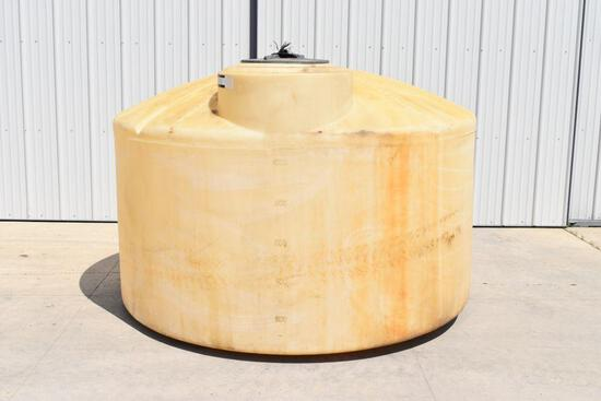 1300 Gallon Poly Tank, sells with chemical inductor, hose, pump...