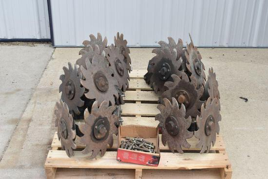 (16) Sunco Trash Whippers, Fits IH Planter, selling 16 x $
