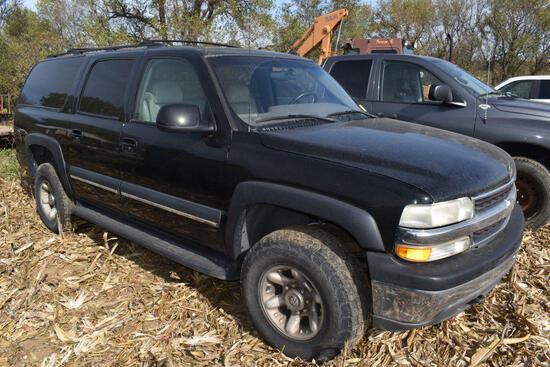 2002 Chevy Suburban SUV, 8.1 Liter V8, Leather. Power Windows/Locks, 4x4, 316,718 Miles showing