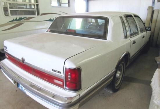 90 Lincoln Town Car