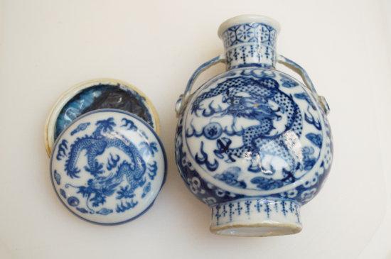 """1 Porcelin Snuff Bottle - Blue Dragons, Handles 3.5 x 4.5"""" & Porcelin With Bl"""