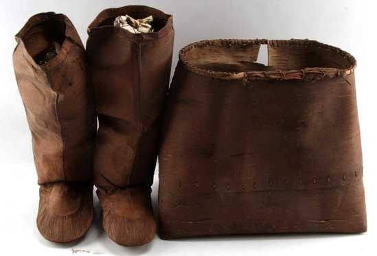 FUR TRADE MOCCASINS & CHIPPEWA BIRCH BASKET 1800S