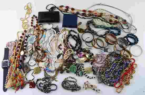 7.2 POUNDS NICE COSTUME JEWELRY MANY SIGNED PIECES
