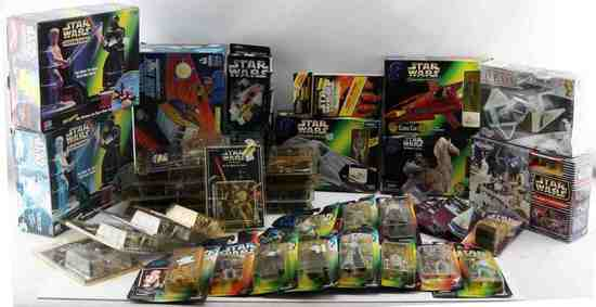 1990S STAR WARS COLLECTABLE MODEL & TOY LOT OF 37