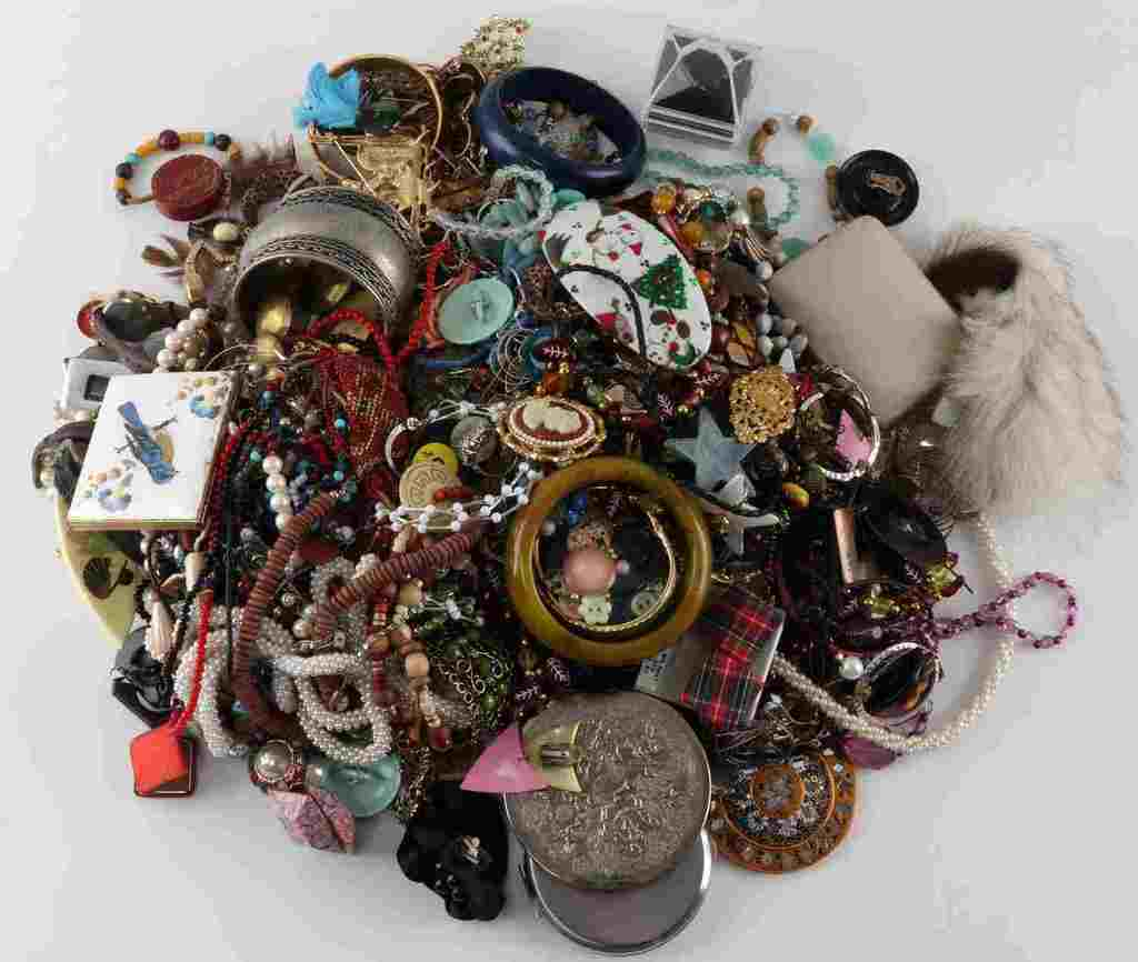 8.8 POUND LOT OF UNSEARCHED COSTUME JEWELRY