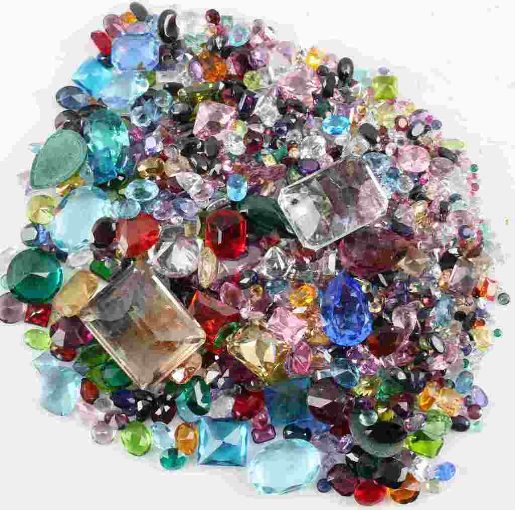 OVER 1000 CARATS OF CUT COLORED GEM STONES