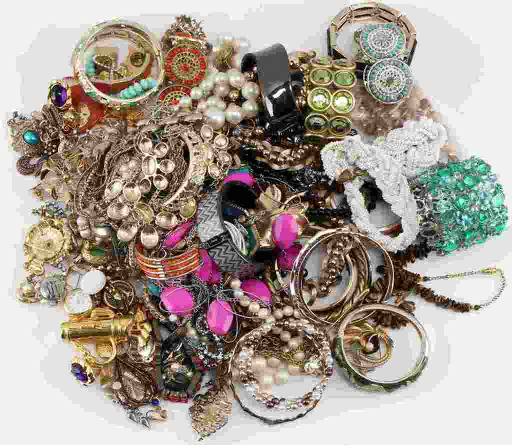 5 POUND LOT OF NICE COSTUME JEWELRY SOME SIGNED