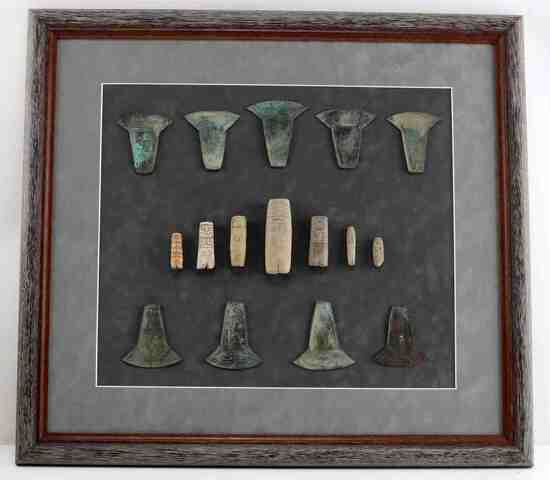 MESOAMERICAN PRE COLUMBIAN FIGURE HOE COIN DISPLAY