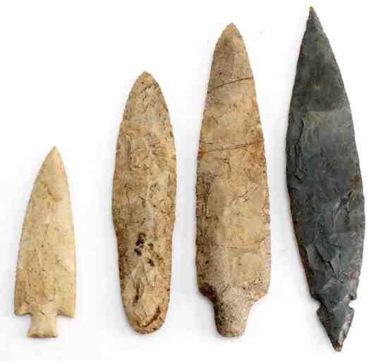 LOT OF 4 NATIVE AMERICAN INDIAN ARROWHEADS POINTS