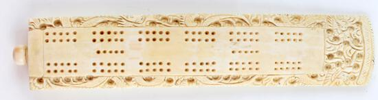 ANTIQUE IVORY CRIBBAGE GAME BOARD WITH PEGS