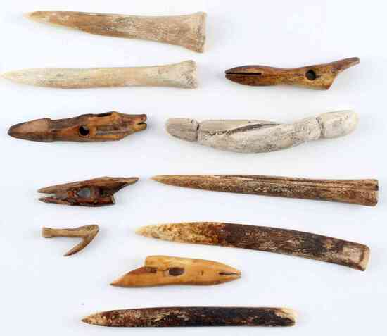 LOT OF 11 NATIVE AMERICAN BONE AND SHELL TOOLS
