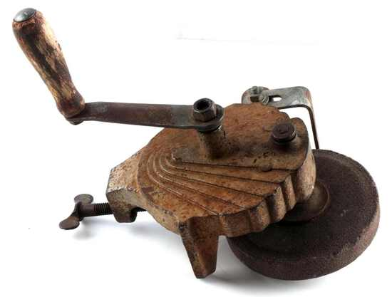 20TH CENTURY ANTIQUE TABLE MOUNT GRINDER