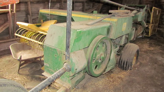 JD 336 Square Baler with Hyd Thrower