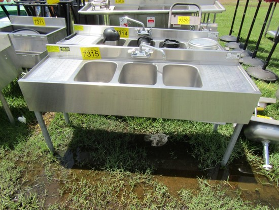 STAINLESS 3 COMPARTMENT BAR SINK