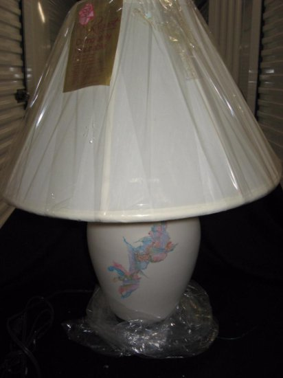 Porcelain lamp with shade item 219
