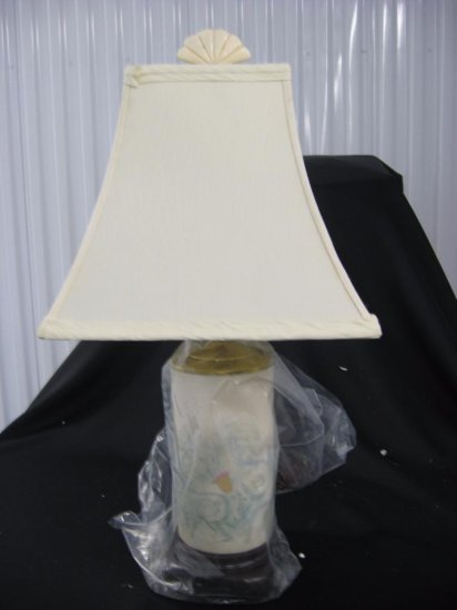 Porcelain lamp with shade item 262