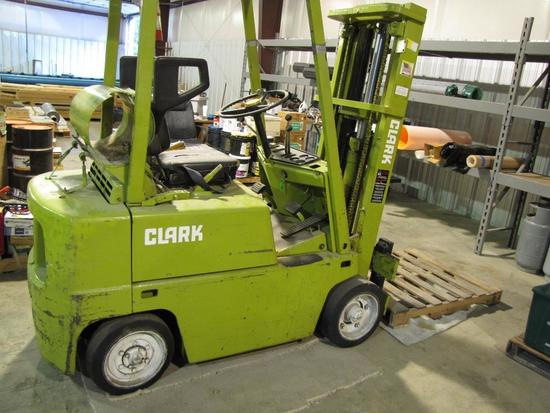 Clark Fork Lift-needs new battery and some work (7,327 hours)