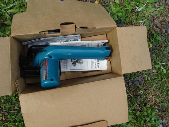 Makita Cordless Circular saw (never used)-3 and 3/8 inches