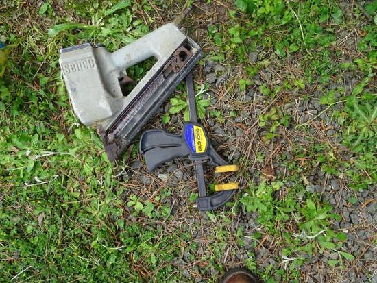 Air nail gun with clamp