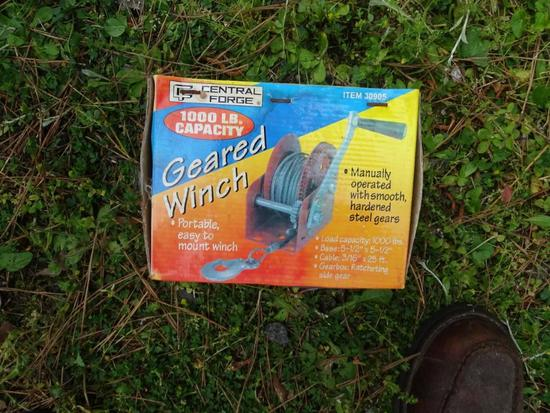 Geared Winch-1000 1b. capacity-never used