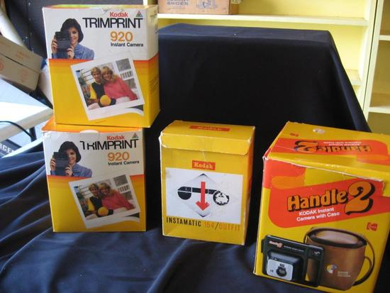 Vintage cameras: Kodak-Trimprint 920 (2), Instamatic 154, Handle 2 and approximately 6 in bag.