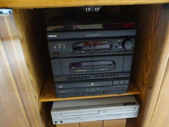Samsung MIDI Hi-Fi System-SCM-7450 CD Changer & Emerson VHS/DVD Player plus tapes