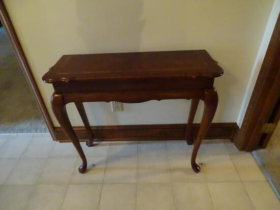 Queen Anne style Side table (wood inlay)