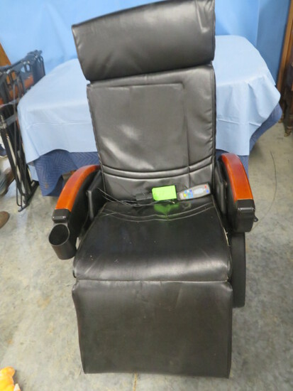 MODERN POWER CHAIR IN GOOD SHAPE