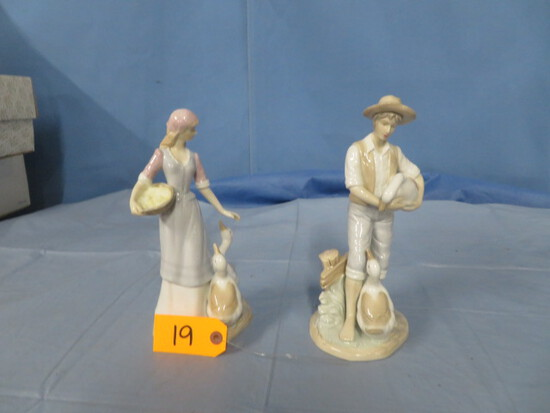 2 FIGURINES UNMARKED