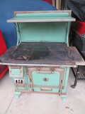 GREEN PORCELAIN MAJESTIC COOK STOVE W/ ONE CRACKED BURNER