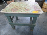 GREEN COUNTRY  TABLE  26 X 20 X 23