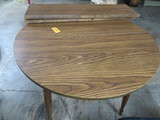 ROUND KITCHEN TABLE W/ 2 LEAVES