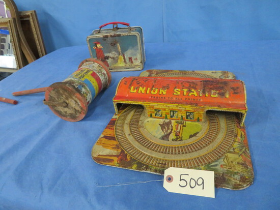 3 PCS. VINTAGE LUNCH BOX W/ NO THERMOS, METAL UNION TRAIN STATION PC, AND MUSICAL PUSH TOY- SEE PIC