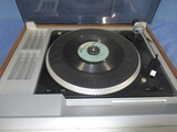 VINTAGE SOUND DESIGN TURNTABLE W/ CASSETTE PLAYER AND RADIO