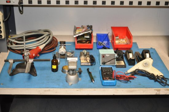 Assortment of Electronic Mfg. Tools / Contents of middle desk
