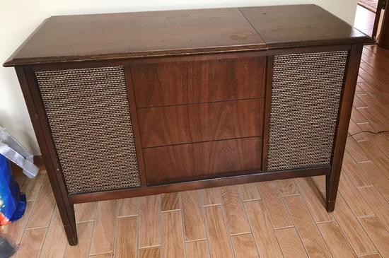 Vintage Zenith Console AM/FM Solid State Stereo/Turntable