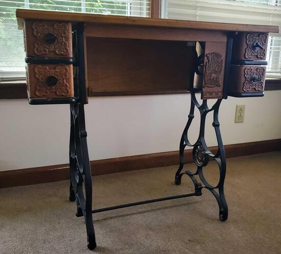 Standard Sewing Machine Cabinet (LPO)