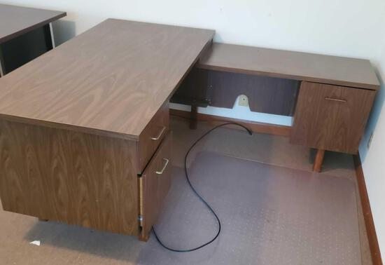 Metal Desk With Return & Chair Mat (LPO)