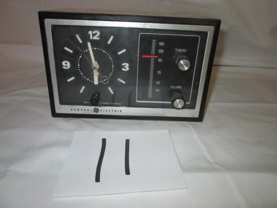 GE General Electric Model 7-4725 A Clock Radio