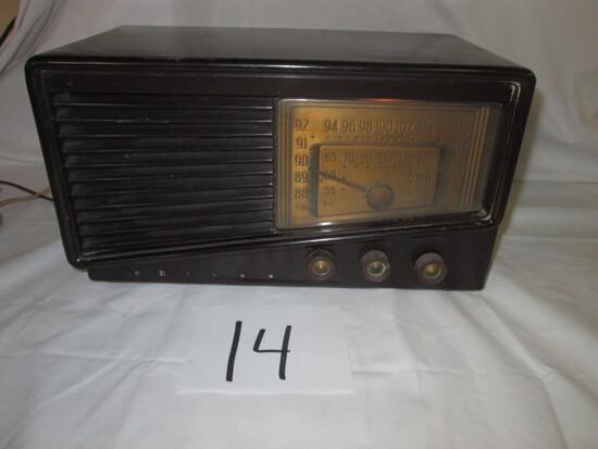Philco Model 49-905 Bakelite Radio