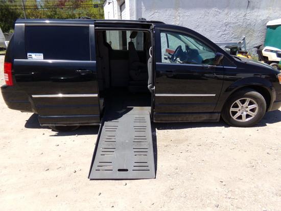 2009 Chrysler Town & Country Braun Entervan Wheelchair Edition