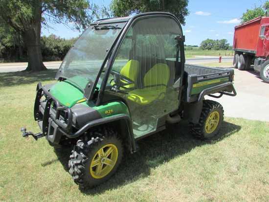 2011 JD 825i Gator, Cab, Dump Bed, 950 Miles, Always Shedded, SN-1260822