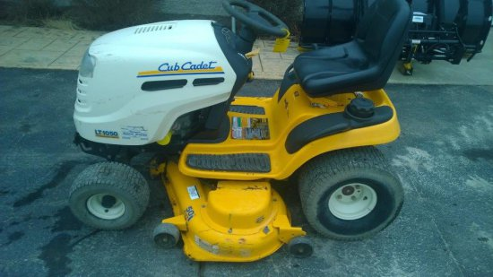 "2006 Cub Cadet LT1050 50"" Deck, Kohler Courage V-Twin 23hp Engine, Hydro dr"