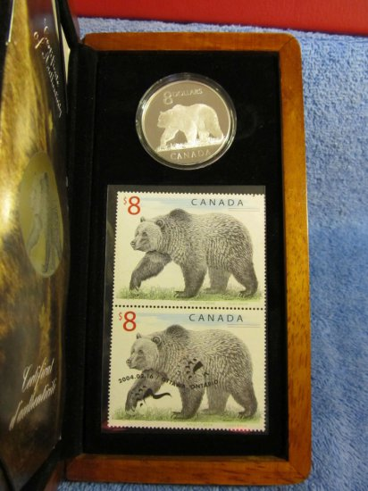 CANADIAN GRIZZLY BEAR SILVER COIN & STAMP SET IN HOLDER