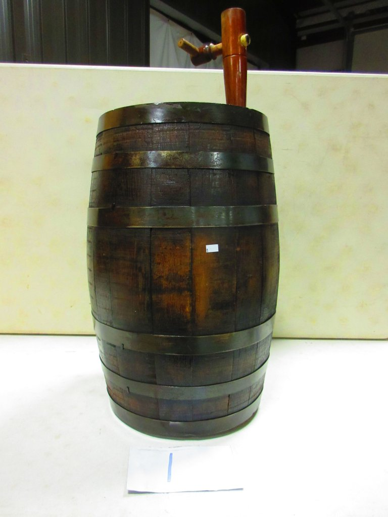 25 GAL. WINE BARREL WITH SPOUT VERY GOOD COND.
